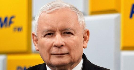 """""""Ja naprawdę nie jestem dyktatorem. Mam niemały wpływ na to, co się dzieje po prawej stronie sceny politycznej, ale dalece nie taki, jaki jest mi przypisywany"""" – mówił prezes Prawa i Sprawiedliwości Jarosław Kaczyński na antenie RMF FM w rozmowie z Krzysztofem Ziemcem."""