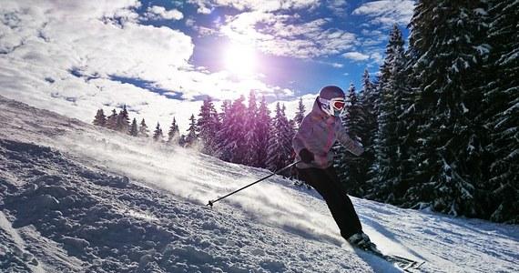 Tegoroczny sezon narciarski jest w polskich górach wyjątkowo długi, ale nie tylko dlatego obfituje w wypadki będące rezultatami zachowań, które nigdy nie powinny się zdarzyć na stoku. Świadczą one o kompletnej beztrosce, nieodpowiedzialności i braku elementarnej przyzwoitości wielu osób przypinających do nóg narty lub deskę snowboardową.