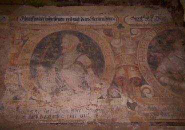 Niecodzienne odkrycie: Renesansowe freski na ścianach pałacu w Strudze