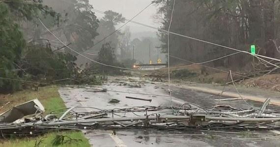 Co najmniej 22 ludzi zabiło tornado, jakie nawiedziło w niedzielę hrabstwo Lee w stanie Alabama. Wedle miejscowych władz, liczba ofiar może jeszcze wzrosnąć.
