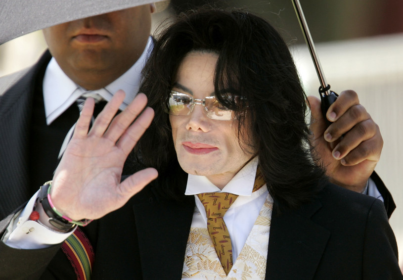 """Coraz poważniejsze konsekwencje ma dokumentalny film """"Leaving Neverland"""", w którym opowiedziano o nadużyciach seksualnych Michaela Jacksona. Tym razem z anteny BBC zniknęły piosenki Króla Popu."""