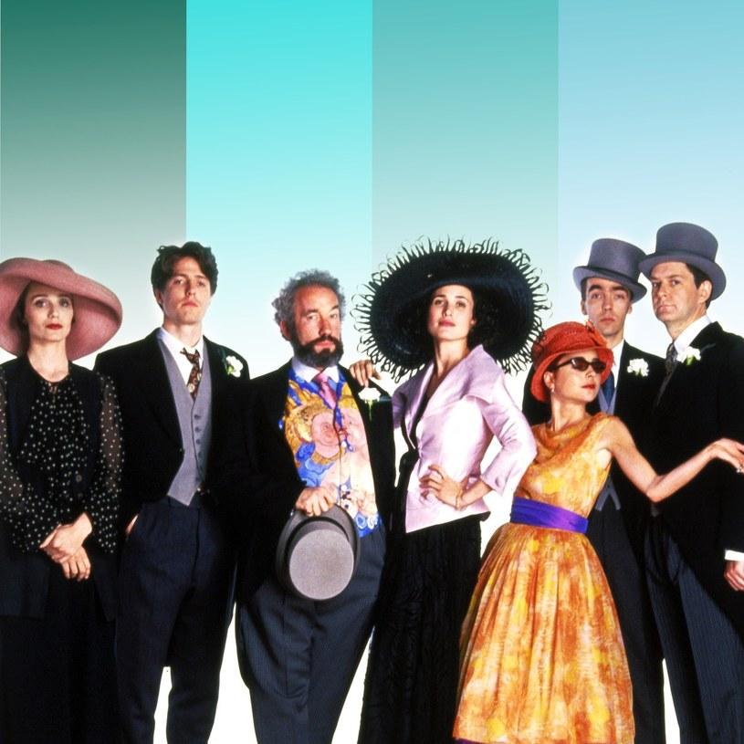 """To świetna informacja dla wszystkich fanów kultowego filmu z 1984 """"Cztery wesela i pogrzeb"""". Już wkrótce pojawi się kontynuacja produkcji, którą zapowiadają uwielbiani aktorzy! Po 25 latach od premiery większość bohaterów zobaczymy ponownie razem!"""