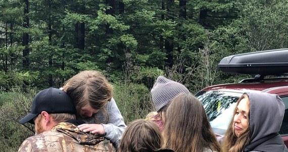 Ratownicy mówią o cudzie. Dwie dziewczynki w wieku 5 i 8 lat zaginęły w lasach w Kalifornii. Zostały odnalezione po 44 godzinach – całe i zdrowe.
