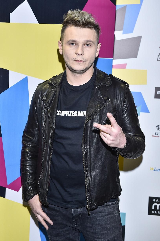"""Poniżej możecie zobaczyć teledysk """"Hooligan"""" Patryka Kumóra, który jest kolejną zapowiedzią czwartej płyty wokalisty."""