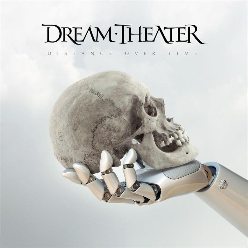 """Wydane trzy lata temu """"The Astonishing"""" nie było najbardziej udanym dokonaniem Dream Theater. Amerykanie postanowili przemyśleć, co wówczas nie zagrało, tak więc znacznie wyluzowali i postanowili wprowadzić do muzyki więcej brudu. Efekt? Najlepszy album Dream Theater od wielu, wielu lat."""