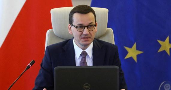 Decyzje co do rekonstrukcji rządu w związku z wyborami do Parlamentu Europejskiego jeszcze ostatecznie nie zapadły, ale na pewno wkrótce, w ciągu tygodnia, dwóch będziemy mogli przedstawić ten harmonogram - powiedział premier Mateusz Morawiecki.