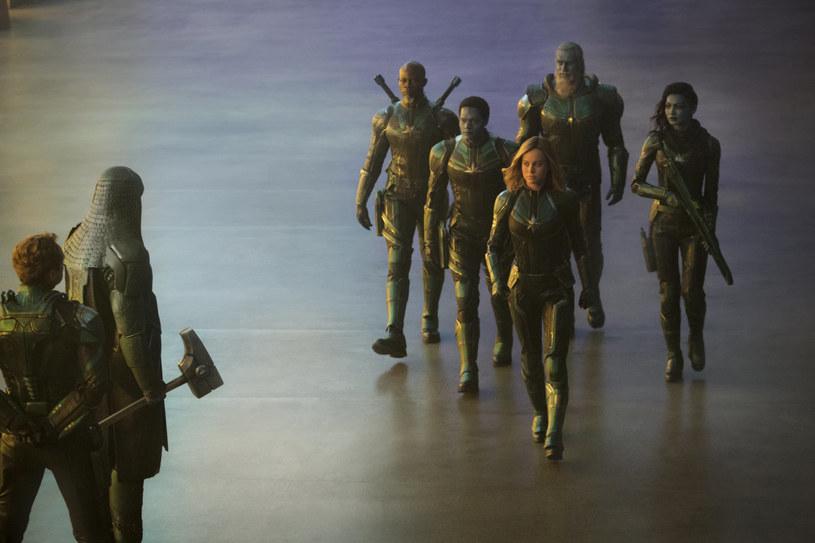 """Internetowe trolle wieszczyły klęskę. Tymczasem """"Kapitan Marvel"""" rozbiła bank w swój pierwszy weekend w kinach. 21. film z kinowego uniwersum Marvela zarobił na całym świecie ponad 450 milionów dolarów."""