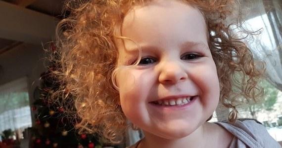 25-letnia matka i jej 3-letnia córka zostały porwane sprzed bloku przy ul. Dziesięciny w Białymstoku. Dwóch sprawców siłą wciągnęło kobietę i dziecko do ciemnego citroena. Przed godziną 13 pojawiła się informacja, że samochód, którym poruszali się sprawcy został odnaleziony. Nikogo nie było w środku.