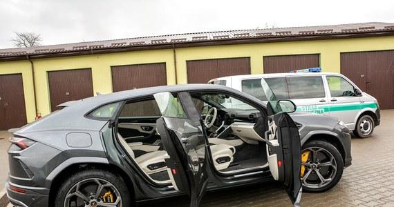 Funkcjonariusze z Nadbużańskiego Oddziału Straży Granicznej zatrzymali poszukiwane Lamborghini Urus o szacunkowej wartości 1,4 mln zł. Jak dotąd jest to najdroższy pojazd, który udało się odzyskać funkcjonariuszom Straży Granicznej.