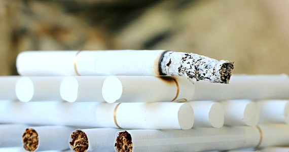 """Zgodnie z prawem od maja z fabryk nie może wyjechać ani jedna paczka papierosów niebędąca pod elektronicznym nadzorem. Mało kto już jednak wierzy, że taki system powstanie na czas - pisze w piątek """"Rzeczpospolita""""."""