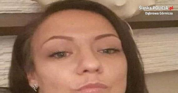 Poszukiwana jest 32-letnia mieszkanka Dąbrowy Górniczej. Kobieta ma ze sobą 7-letniego syna. Zaginięcie zgłosiła rodzina.