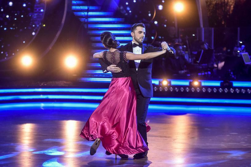 """Model tłumaczy, że udział w tanecznym show Polsatu """"Taniec z gwiazdami. Dancing with the Stars"""" nie od razu oznacza, że ktoś zasługuje na miano gwiazdy. To tylko nazwa programu, choć dla niektórych może być trampoliną do sławy. Dla niego prawdziwymi gwiazdami są osoby, które tworzą coś wartościowego i inspirują innych."""