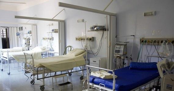 W szpitalu w Pradze jeden z hospitalizowanych zaczął strzelać i ranił dwóch innych pacjentów znajdujących się w tej samej sali. Jeden z rannych jest w stanie krytycznym, drugi w stabilnym. Broń napastnikowi zabrały pielęgniarki.