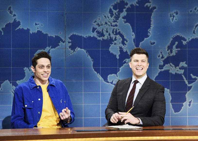 """Sporym echem rozeszła się po sieci wypowiedź Pete'a Davidsona w programie """"Saturday Night Live"""", w której to porównał fanów Michaela Jacksona i R. Kelly'ego do wiernych Kościoła katolickiego. Komik odniósł się też do swojego związku z Kate Beckinsale."""