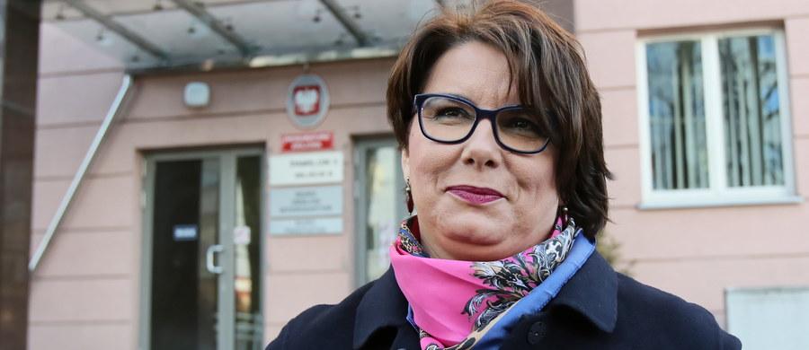 Tłumaczka Donalda Tuska ze Smoleńska Magdalena Fitas-Dukaczewska nie będzie musiała zeznawać w śledztwie dotyczącym zdrady dyplomatycznej - taką decyzję podjął sąd. O sprawie pisze Onet.