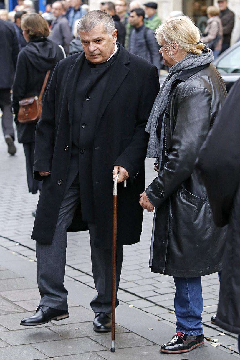 """Krzysztof Globisz występuje w filmie, którego scenariusz inspirowany jest jego życiem. To piękna historia, dająca nadzieję. Reżyserem """"Prawdziwego życia aniołów"""" jest Artur """"Baron"""" Więcek (""""Anioł w Krakowie"""" i """"Zakochany Anioł""""). U boku aktora pojawią się między innymi Jerzy Trela, Kinga Preis i Anna Dymna."""