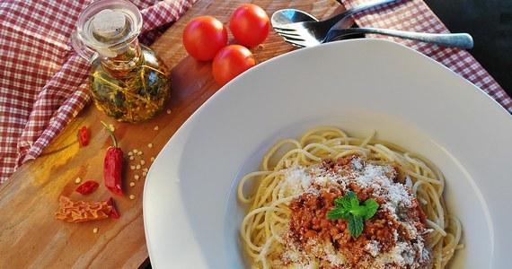 Powiesz Bolonia – myślisz spaghetti bolognese? Nic bardziej błędnego. Burmistrz słynnego włoskiego miasta ma dość kojarzenia Bolonii z ulubionym daniem milionów ludzi na świecie, które z włoską, a tym bardziej bolońską kuchnią nie ma nic wspólnego.