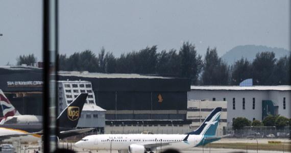 Urząd lotnictwa cywilnego Singapuru (CAAS) ogłosił tymczasowy zakaz przylotów do i wylotów z tego kraju wszystkich modeli samolotów pasażerskich z linii Boeing 737 MAX. W katastrofie jednej z tego typu maszyn w Etiopii zginęło w niedzielę 157 osób.