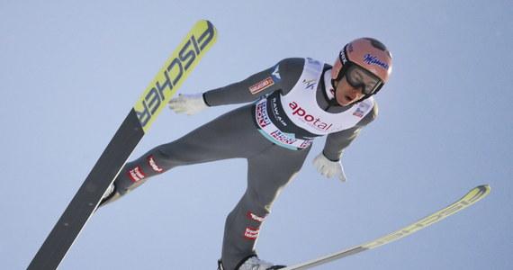 Dawid Kubacki osiągnął 130 m i zajął trzecie miejsce w kwalifikacjach przed czwartkowym konkursem Pucharu Świata w skokach narciarskich w norweskim Trondheim. W pierwszej serii wystąpi sześciu Polaków. W środę najlepszy był Austriak Stefan Kraft - 135,5 m.