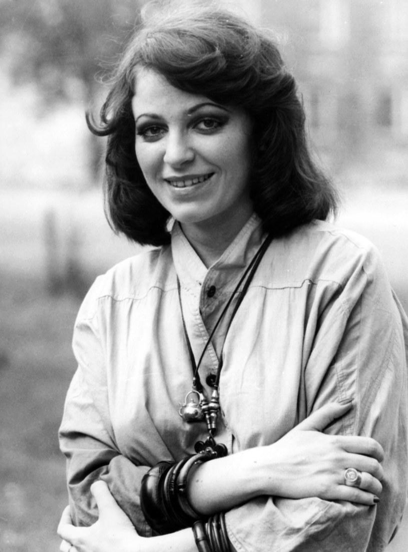 """Sentymentalną piosenkę """"Ktoś między nami"""" zaśpiewali w 1979 roku Anna Jantar i Zbigniew Hołdys. Dla wielu fanów udział przyszłego lidera Perfectu w tym nagraniu był zaskoczeniem."""