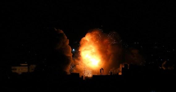 Lotnictwo izraelskie przeprowadziło naloty na cele naziemne w Strefie Gazy. Izraelskie wojsko potwierdziło, że uderzono w cele związane z Hamasem na południu i na północy palestyńskiej enklawy. Był to odwet za atak rakietowy na Tel Awiw.