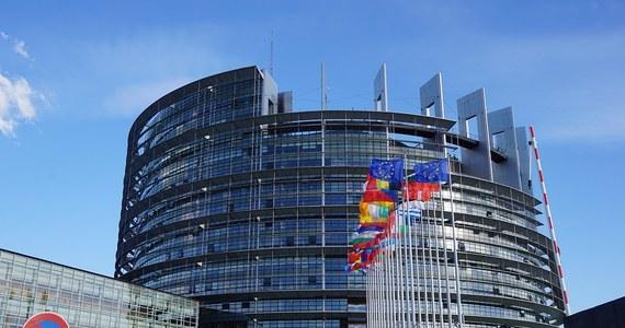 """Onet prezentuje nazwiska liderów list wyborczych koalicji PO-PSL-SLD-N w wyborach europejskich we wszystkich regionach. Zaznacza, że może jeszcze dojść do drobnych roszad między kandydatami PO na Mazowszu i w Warszawie, ale zmiany nie obejmą """"jedynek""""."""