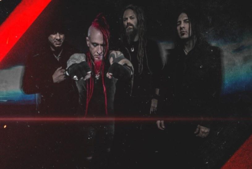 Teksańska grupa Hellyeah opublikowała pierwszy utwór z nowej, długo oczekiwanej płyty.