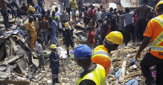 20 osób zginęło w środowej katastrofie budowlanej w mieście Lagos w Nigerii - poinformował  przedstawiciel nigeryjskich władz. 45 osób uratowano spod gruzów zawalonego budynku szkoły podstawowej.