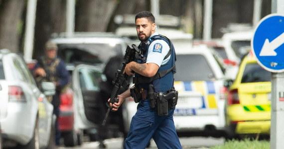 Służby specjalne badają polskie wątki zamachu w Nowej Zelandii - dowiedzieli się reporterzy RMF FM. Chodzi przede wszystkim o ewentualne kontakty napastnika z obywatelami naszego kraju. Badane jest, czy zamachowiec przebywał kiedykolwiek w Polsce. Powodem jest między innymi kilkudziesięciostronicowy manifest, który przed zamachem opublikował jeden z napastników - wymienia w nim nazwę naszego kraju.