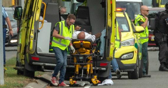 Jedna z osób, która przeżyła atak na meczety w nowozelandzkim Christchurch opowiedziała, jak pracownik jednej ze świątyń prawdopodobnie ocalił życie wielu innych. Mężczyzna rzucił się na napastnika i wyszarpał mu broń.