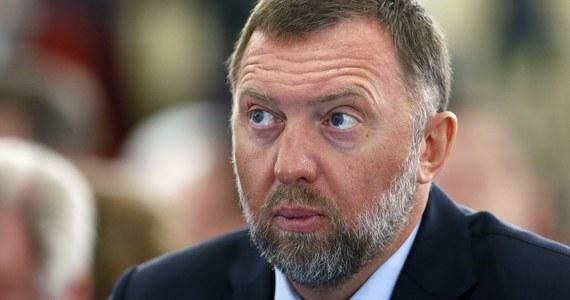 Rosyjski oligarcha Oleg Deripaska, dawny szef Paula Manaforta, blisko związany z prezydentem Rosji Władimirem Putinem, pozwał USA za restrykcje nałożone na jego firmy, choć Waszyngton zniósł część sankcji - poinformował w piątek Reuters.