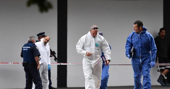 """Sprawca masakry w dwóch meczetach w nowozelandzkim Christchurch"""" Brenton Harrison Tarrant miał w planach więcej ataków - twierdzi premier Nowej Zelandii Jacinda Ardern. """"Był mobilny, w samochodzie, w którym został zatrzymany, znajdowały się jeszcze dwie sztuki broni. Absolutnie miał zamiar kontynuować atak"""" - podkreśliła szefowa rządu."""