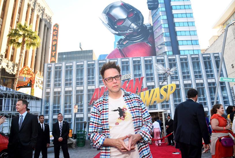 """Osiem miesięcy po zwolnieniu ze stanowiska reżysera suprbohaterskiego widowiska """"Strażnicy Galaktyki 3"""" James Gunn został na nie ponownie zatrudniony przez wytwórnię Walta Disney'a. Twórca popularnej serii adaptacji komiksów Marvela popadł w niełaskę studia, gdy przypomniano jego kontrowersyjne tweety sprzed lat."""