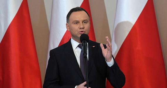 Rekompensatę w wysokości 1 mld 260 mln zł dla publicznej radiofonii i tv z tytułu utraconych w latach 2018-19 opłat abonamentowych zakłada nowela ustawy o opłatach abonamentowych, którą podpisał w poniedziałek prezydent Andrzej Duda.