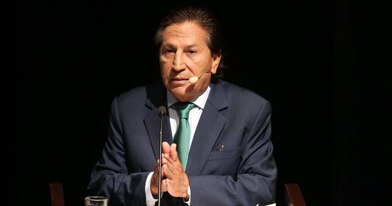Mieszkający w USA były prezydent Peru Alejandro Toledo został zatrzymany pod zarzutem publicznego pijaństwa. Polityk spędził noc w areszcie, po czym w poniedziałek rano został wypuszczony na wolność.