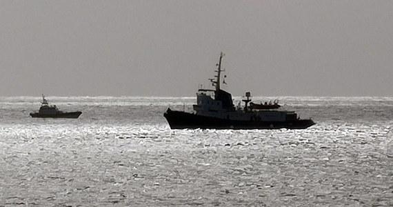 Statek organizacji pozarządowej, który uratował 49 migrantów na Morzu Śródziemnym, czeka na zgodę na wpłynięcie do portu we Włoszech. Jednostka włoskiej NGO stoi w odległości półtorej mili od brzegów wyspy Lampedusa. MSW nie pozwala otworzyć portu.
