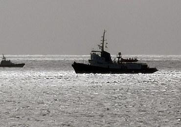 Włochy: Statek z 49 migrantami czeka na zgodę, by wpłynąć do portu