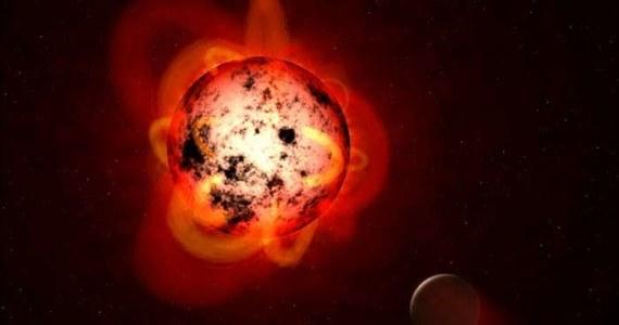 """Tlenek węgla nie musi zawsze oznaczać śmierci. Bezbarwny, bezwonny gaz, tak niebezpieczny na Ziemi, może oznaczać życie, tyle że na... obcych planetach. Piszą o tym na łamach czasopisma """"The Astrophysical Journal"""" naukowcy z Uniwersytetu Kalifornijskiego Riverside. Wyniki prowadzonych przez nich analiz i symulacji wskazują na to, że tlenek węgla w atmosferze może być oznaką istnienia prostych form życia. Już niedługo, z pomocą najnowocześniejszej aparatury, astronomowie będą w stanie takie sygnały wypatrywać."""