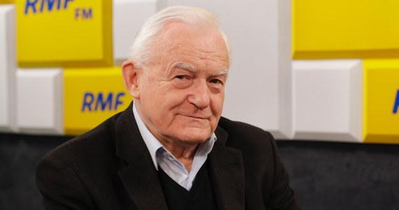 """Nie popieram """"Piątki Kaczyńskiego"""" – powiedział Leszek Miller, gość Porannej rozmowy w RMF FM. """"Lewicowość oznacza, że pomagamy przede wszystkim najbiedniejszym"""" – wyjaśniał były premier.  """"Ja rozróżniam politykę rozdawnictwa od polityki socjalnej. Polityka rozdawnictwa polega na tym, że pieniądze budżetowe przekazujemy wszystkim po równo, niezależnie od tego czy ktoś jest milionerem, czy ktoś jest biednym. Lewicowa polityka socjalna polega na tym, że przekazujemy pieniądze najbiedniejszym, tym którzy ich najbardziej potrzebują"""" – mówił."""