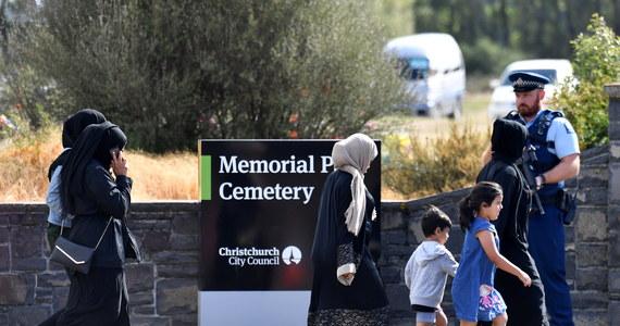 W Christchurch na wschodzie Nowej Zelandii rozpoczęły się pierwsze pogrzeby ofiar piątkowych ataków na meczety w tym mieście.