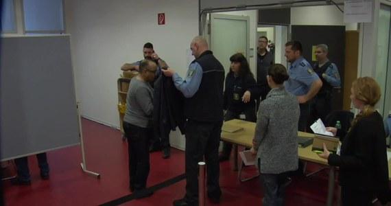 W Niemczech rozpoczął się drugi proces Alego B., azylanta w Iraku. 22-latek w innym procesie przyznał się do zabójstwa 14-letniej Susanny. Prokurator z Wiesbaden Sabine Kolb-Schlotter wyjaśniła, że podejrzany uczestniczy w dwóch oddzielnych procesach ponieważ w drugiej sprawie współoskarżonym jest 14-latek.