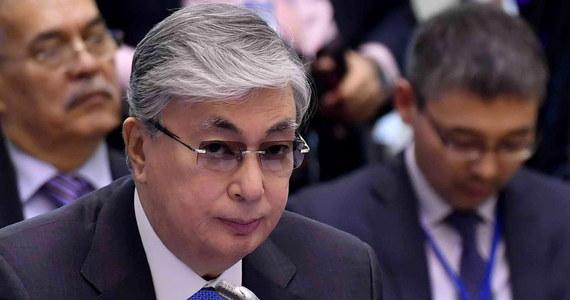 Kasym-Żomart Tokajew, zaprzysiężony w środę na prezydenta Kazachstanu, zapowiedział, że zamierza kontynuować politykę dotychczasowego szefa państwa Nursułtana Nazarbajewa, który we wtorek nieoczekiwanie ogłosił swoją dymisję po 30 latach rządów.