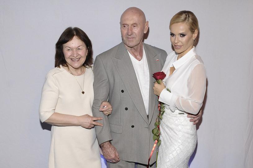 Na swoim profilu na Facebooku Doda podziękowała fanom za słowa wsparcie, które okazali jej po ogłoszeniu, że w rodzinie pojawił się nowotwór. Okazało się, że z chorobą zmaga się tata wokalistki, były sztangista Paweł Rabczewski.