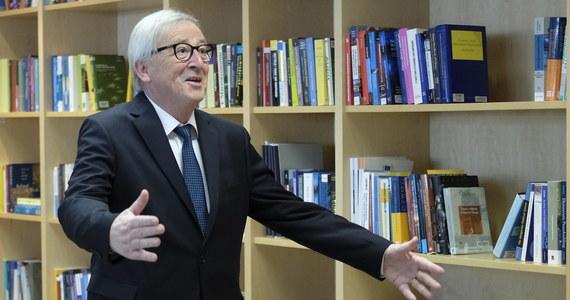 """Szef Komisji Europejskiej Jean-Claude Juncker w rozmowie telefonicznej z brytyjską premier Theresą May ostrzegł ją przed wydłużaniem procesu wyjścia Wielkiej Brytanii z UE na okres po wyborach do PE. """"Proces wyjścia Wielkiej Brytanii z Unii Europejskiej musi być zakończony do 23 maja. W przeciwnym razie napotkamy trudności instytucjonalne i niepewność prawną"""" - stwierdził Juncker."""