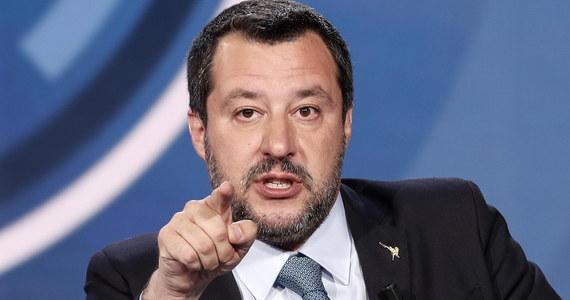 """Zawieszenie ugrupowania Fidesz premiera Węgier Viktora Orbana w prawach członka Europejskiej Partii Ludowej (EPL) to """"absurdalna"""" decyzja - ocenił szef MSW Włoch, wicepremier Matteo Salvini, który popiera jego politykę i uważa go za swego przyjaciela."""