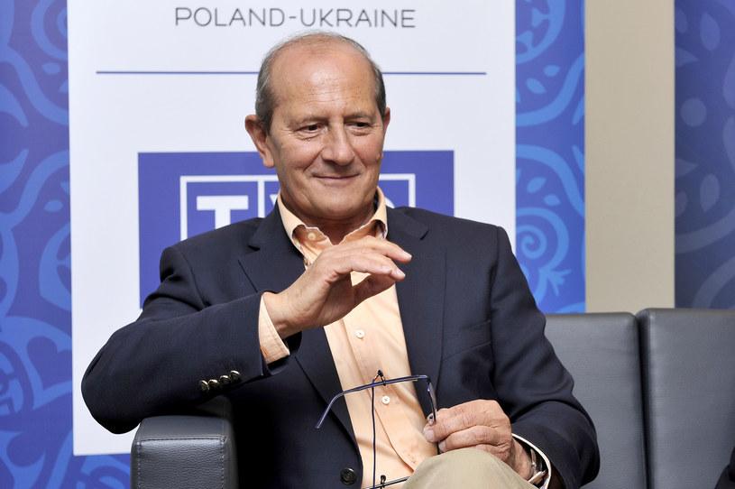 Po ponad 40 latach pracy dziennikarz sportowy Włodzimierz Szaranowicz poinformował, że odchodzi z Telewizji Polskiej. Powodem jego decyzji o emeryturze jest choroba, z którą popularny komentator zmaga się od lat.