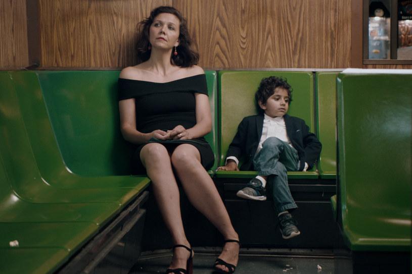 """Maggie Gyllenhaal nie daje się zaszufladkować. Zagrała bizneswoman zaangażowaną w kryzys na Bliskim Wschodzie, sekretarkę z upodobaniem do sado-maso, pionierkę branży porno... Ale """"Przedszkolanka"""" to - według krytyków - najlepsza rola w jej karierze. Film w kinach już 29 marca."""