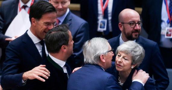 Jeśli brytyjska Izba Gmin zatwierdzi w przyszłym tygodniu umowę ws. warunków wyjścia Wielkiej Brytanii z Unii Europejskiej - Bruksela zgodzi się na opóźnienie brexitu do 22 maja. Takie ustalenia znalazły się we wstępnym projekcie dokumentu przygotowanego przez uczestników unijnego szczytu w belgijskiej stolicy. Wskazany w projekcie termin nie jest przypadkowy: dzień później rozpoczną się wybory do Parlamentu Europejskiego.