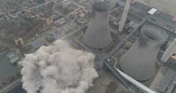 Spektakularne wyburzenie na terenie Elektrowni Łagisza w Będzinie. W powietrze wysadzono tam gigantyczną chłodnię kominową. Wszystko trwało zaledwie 3,5 sekundy.