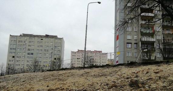 Przed godziną 15 saperzy zakończyli przeszukiwanie terenu na placu budowy w centrum Bolesławca, gdzie znaleziono niewybuchy z okresu II wojny światowej. W sumie akcja trwała dwa dni. W piątek, podobnie jak w czwartek, również trzeba było ewakuować mieszkańców.